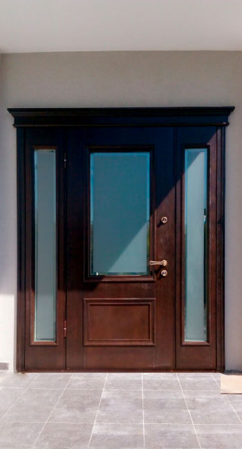 Дверь дизайнерская, с матовым пуленепробиваемым стеклом