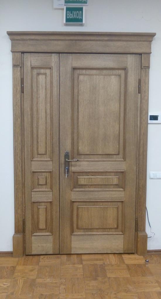 Двухстворчатая входная металлическая дверь