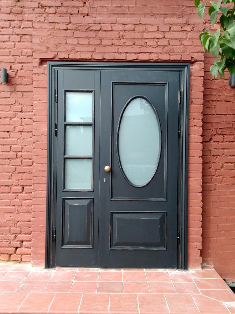 Входная дверь в офис с бронированным стеклом