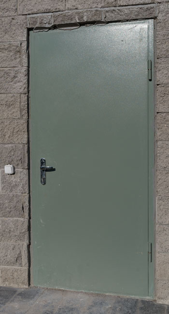 Металлическая надежная дверь технического назначения